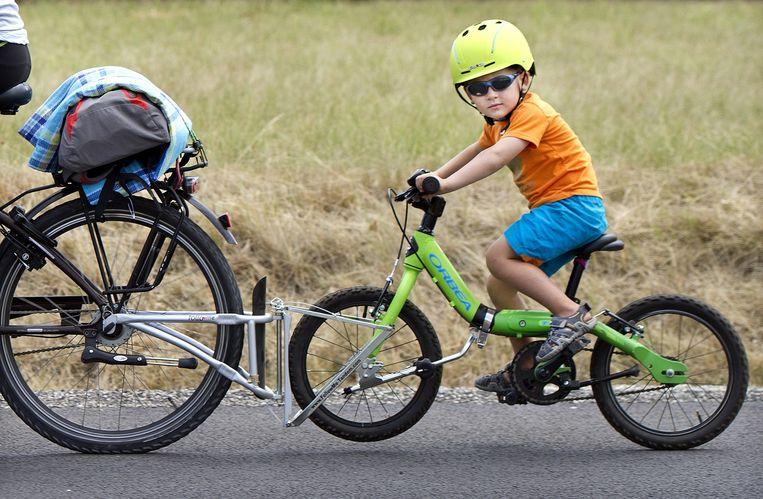 Frankrijk, PrivasVader en zoon fietsen een deel van de 15de etappe (Mende-Valence). Beeld Klaas Jan van der Weij