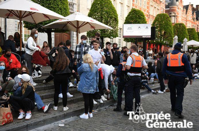 De Leuvense politie moest zaterdag vooral waarschuwen uitdelen aan al te uitbundige terrasjesliefhebbers.