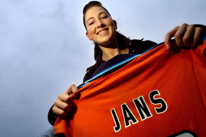Carlijn Jans alweer ruim twaalf jaar geleden en toen nog thuis in Rucphen, met haar eerste oranjeshirt.