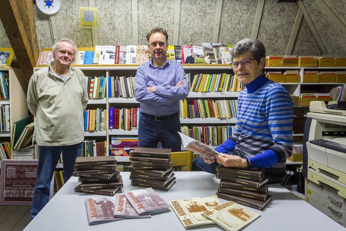 Vlnr: Jan Jacobi, Jac. Biemans en Annie Staals-Jacobi. Op de foto ontbreken de werkgroepleden Theo Martens en Tinie Vlassak.