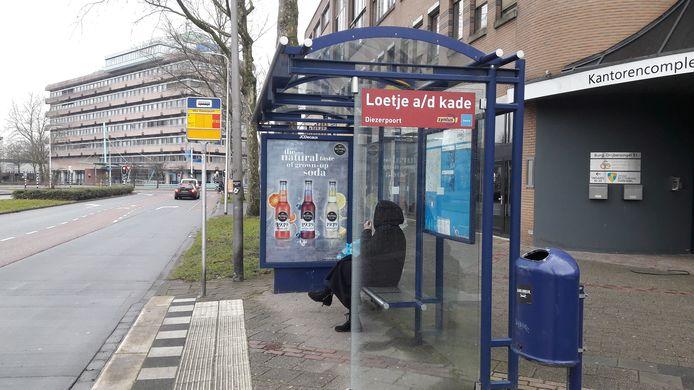 Een van de vele bushokjes in Zwolle waarin reclame-uitingen te vinden zijn.