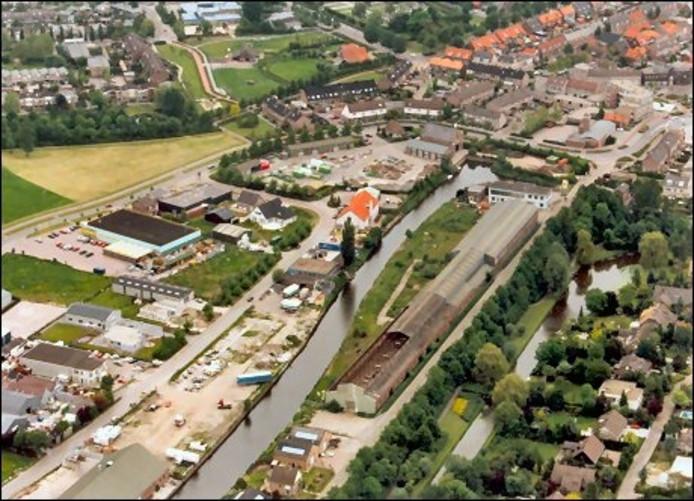 Het oorspronkelijke complex van Van Opstal in Zevenbergen, kort voor de sloop in 1997. Foto Archief BN/DeStem