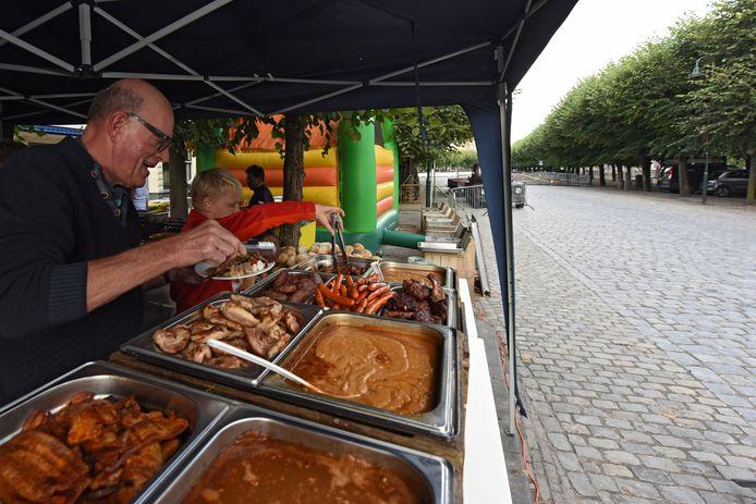 De gerenoveerde Markt in Geertruidenberg werd afgelopen najaar met een buurtbarbecue geopend.
