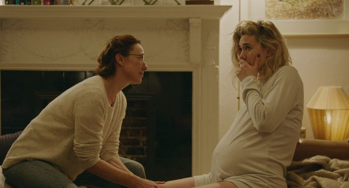 Molly Parker als Eva en Vanessa Kirby als Martha in Pieces of a Woman.