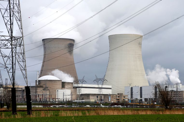 De koeltorens van de kerncentrale van Doel. Beeld REUTERS
