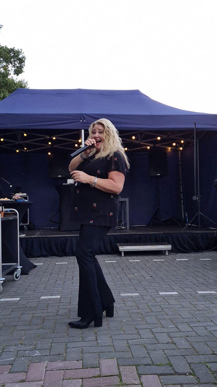 Patricia Lems gaat waarschijnlijk zelf ook nog zingen tijdens de karaoke.