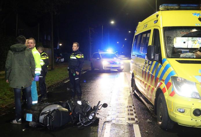 Aanrijding tussen scooter en auto in Vught, twee jongens gewond