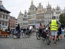 """""""Onze straten moeten leefbaar zijn voor iedereen"""": Critical Mass Antwerpen fietst WK-parcours"""