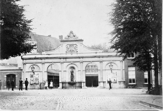 De Vischmarkt nog in volle glorie in 1890.