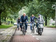 Minister Grapperhaus fietst door Presikhaaf: 10 miljoen extra voor Arnhem om jeugd op het rechte pad te houden