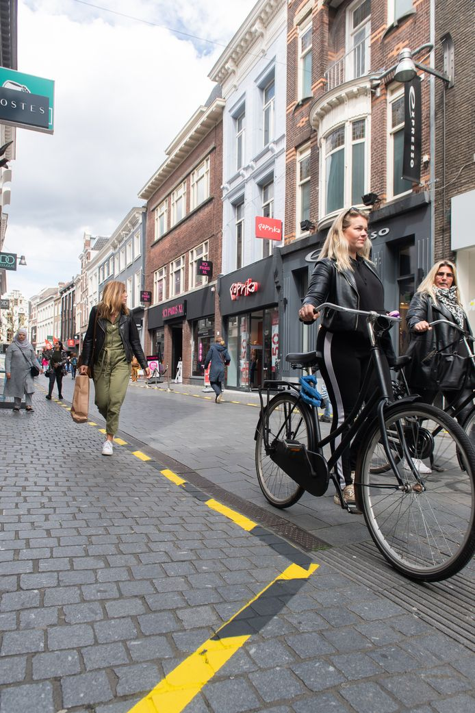 Coronabelijning in de binnenstad van Breda.