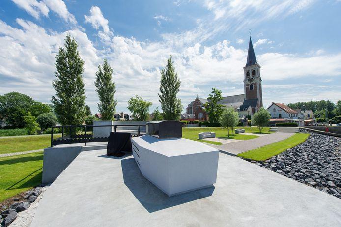 De grafsite van Emile Verhaeren aan de Schelde in Puurs-Sint-Amands.