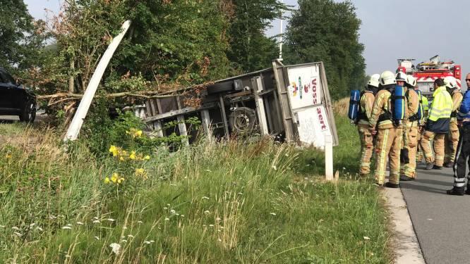 Vrachtwagen crasht op Natiënlaan in Lapscheure