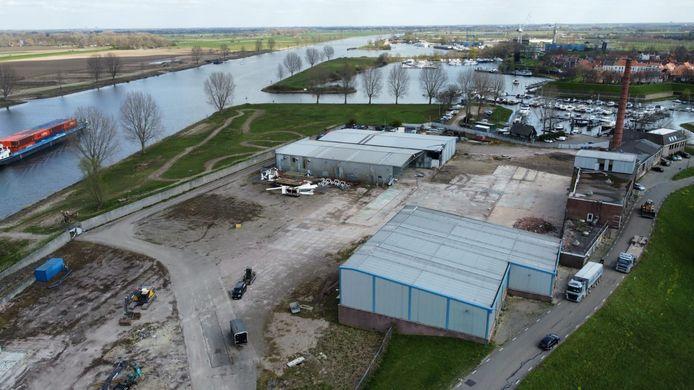 Sloop van panden op het terrein van Jonker Fris in Heusden.