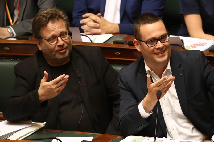 Marco Van Hees et Raoul Hedebouw (PTB) sur les bancs de la Chambre en juin 2019.