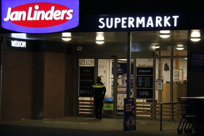 Politie bij de overvallen Jan Linders in Boxmeer.