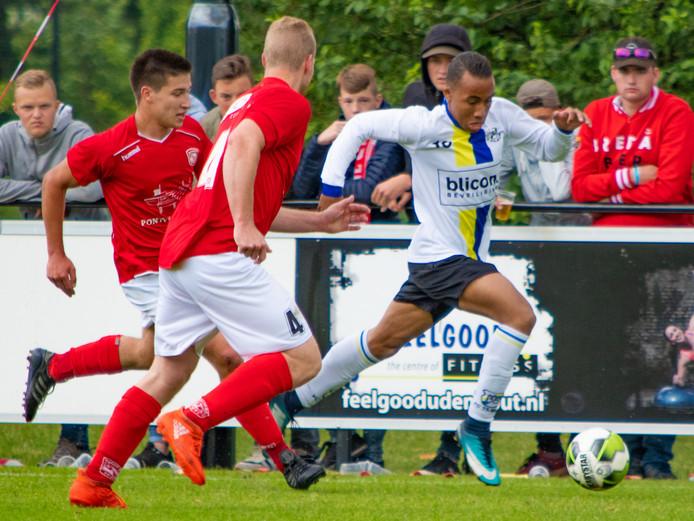Archiefbeeld van het duel tussen Madese Boys en FC Tilburg.