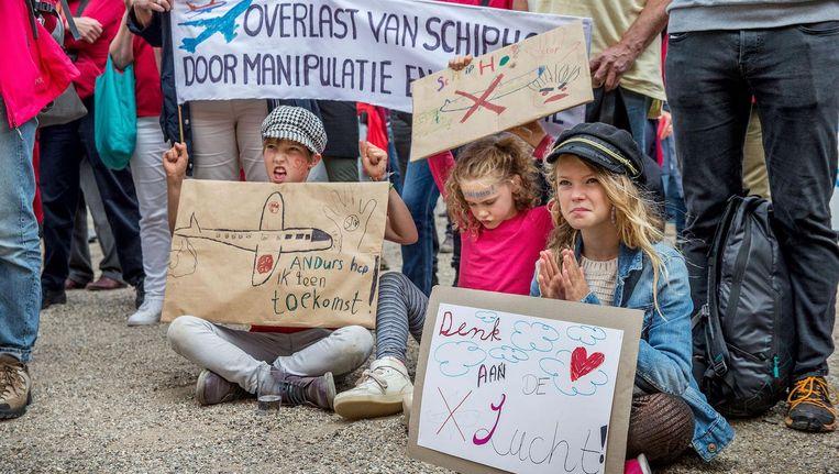 Jonge demonstranten zaterdagmiddag op het Museumplein Beeld Jean-Pierre Jans