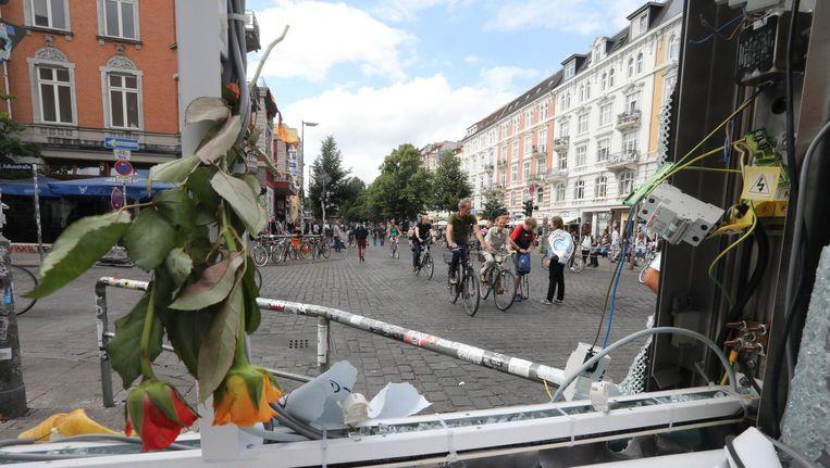 Vernielingen in het Schanzenviertel na de rellen. Beeld epa
