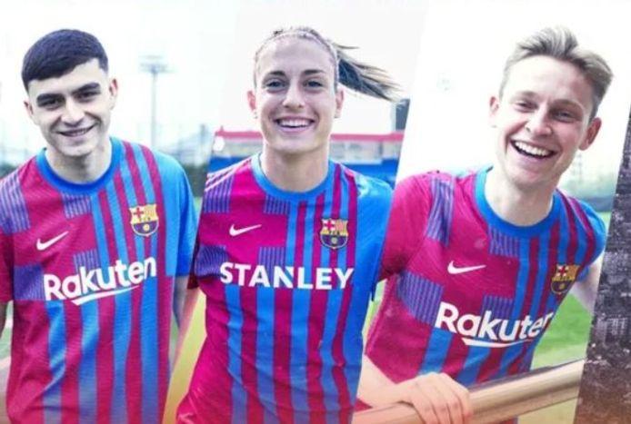 Frenkie de Jong (rechts) presenteert het nieuwe Barcelona-thuisshirt.