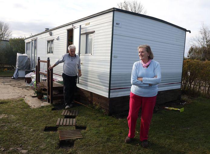 Op de voormalige camping De Pannenschuur worden de stacaravans opgeruimd, ook die van het Duitse paar Dieter en Rosie Liedtke moet weg.