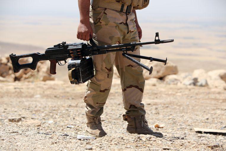 Een peshmerga-strijder in Bashiqa. Beeld afp