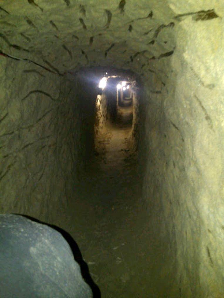 Deze tunnel werd in juli 2012 ontdekt in Tijuana, het hart van de drugshandel in Mexico. De tunnel begon onder een badkamer van een warenhuis. Beeld AP