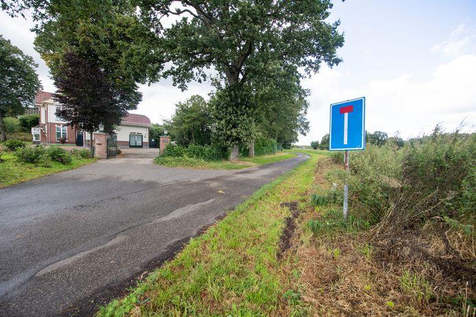 De landelijke Zuid Esweg bij Wierden dreigt veel drukker te worden door de komst van vier bedrijfspanden op Esrand waar ook nieuwbouw school De Passie komt. De aanwonenden hebben daartegen bezwaar.