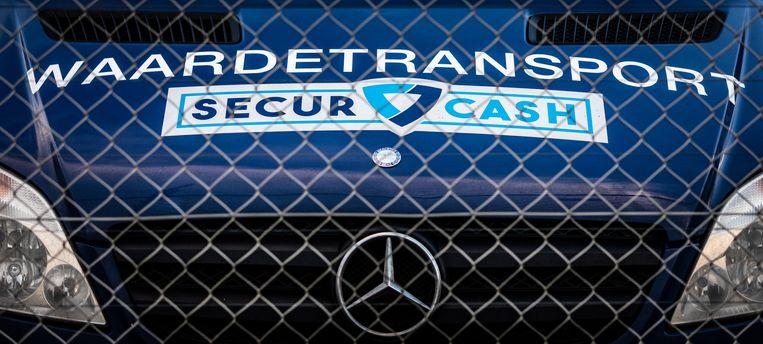 Een geldtransportwagen van waardetransporteur SecurCash in Best. Beeld Rob Engelaar / Hollandse Hoogte
