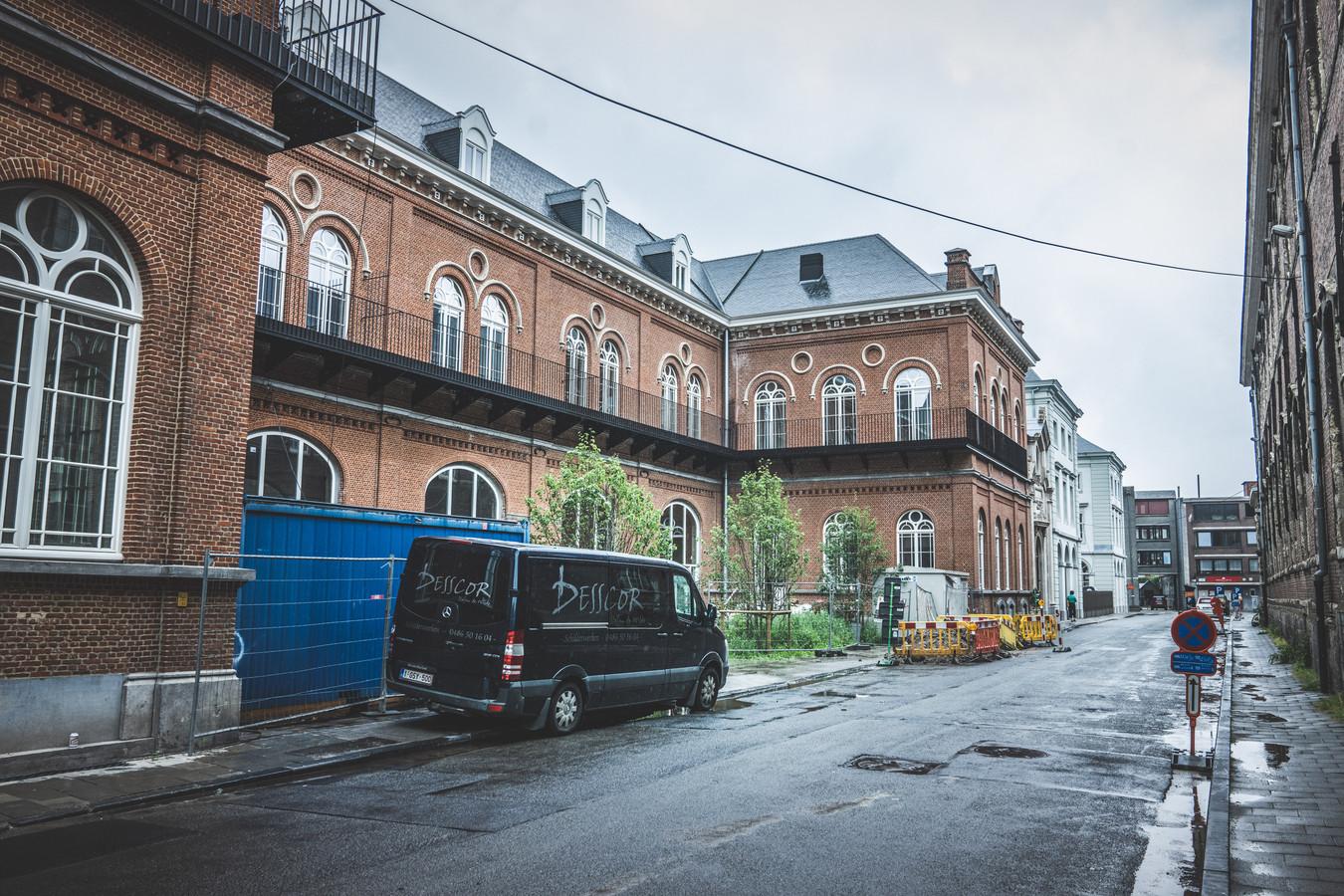 De oude brandweerkazerne in de Academiestraat is momenteel een groot bouwproject. Of de bodem er PFOS bevat? Niemand die het weet