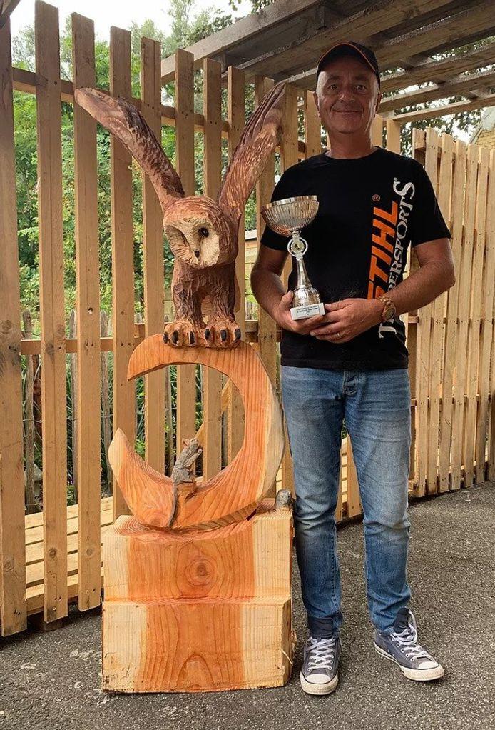 Francis Michielsen werd in 2019 Belgisch kampioen houtsculpturen zagen. Zaterdag werd hij evenwel beroofd van al zijn werkmateriaal nadat er ingebroken werd in zijn atelier in Boom.