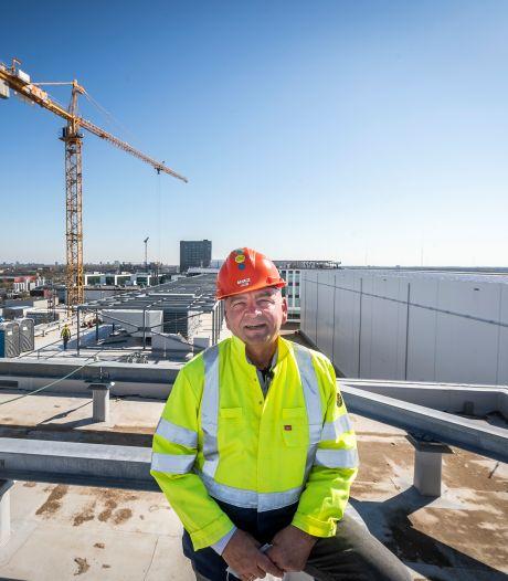 Bij ASML zijn al twee jaar 700 bouwvakkers aan het werk: dan heeft er altijd wel eentje pauze
