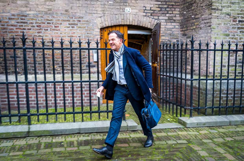 Minister-President Mark Rutte (VVD) op het Binnenhof voorafgaand aan de wekelijkse ministerraad.   Beeld ANP