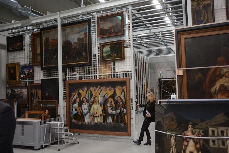 De schatkamer in het depot telt zo'n 750 meesterwerken van de grootste schilders.