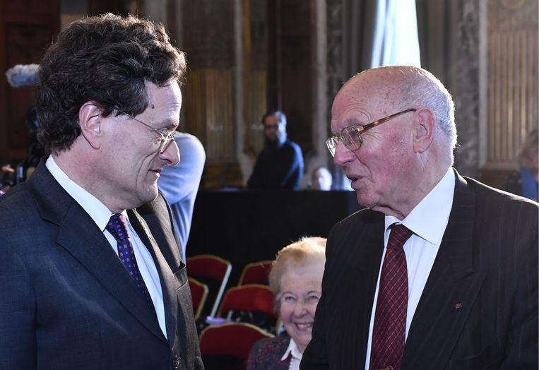 Kabinetschef Vincent Houssiau met één van zijn voorgangers, Jacques van Ypersele. 'Vergis u niet: Houssiau is Franstalig, maar heeft een lidkaart van CD&V.' Beeld