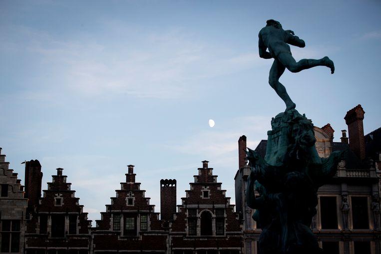 In Antwerpen geldt sinds deze week een avondklok vanaf 23u30.  Beeld BELGA