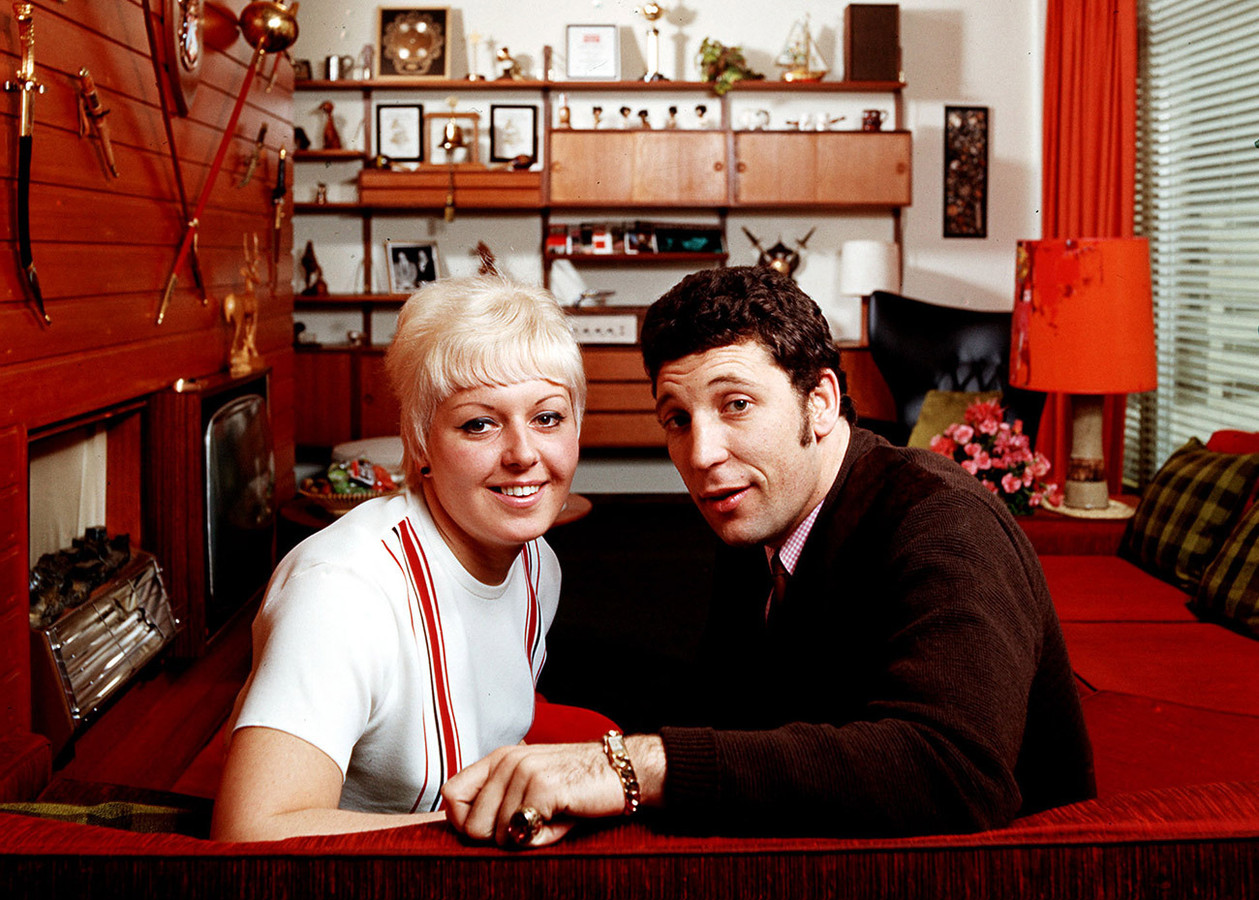 Tom Jones en zijn vrouw Linda in 1967.