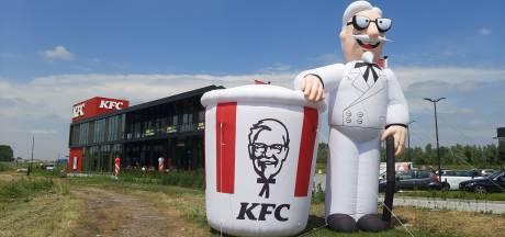 KFC Duiven vandaag geopend: 'Eigenlijk moet ik aan mijn lijn denken'