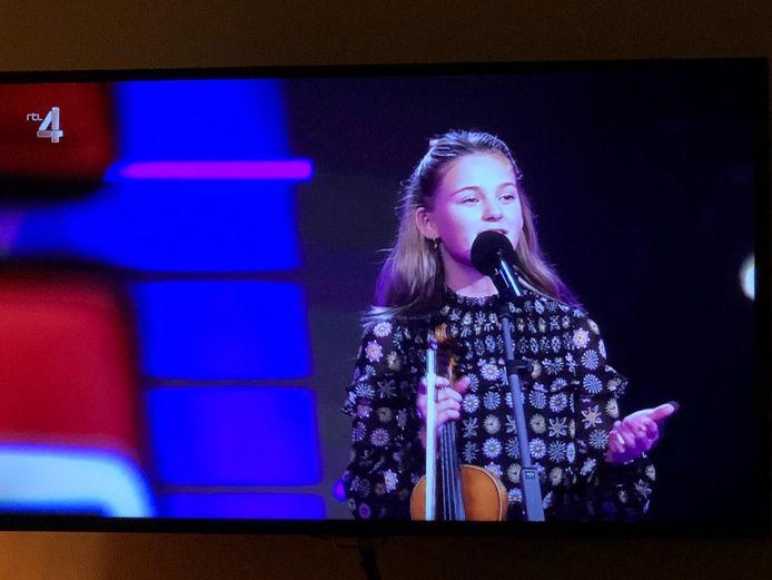 Bente (12) uit Genemuiden in The Voice Kids.