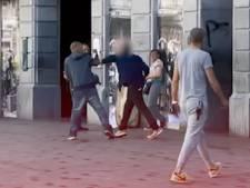"""Une bande de """"fous furieux"""" terrorise le Parvis de Saint-Gilles: """"Ils volent dans les assiettes et agressent les clients"""""""
