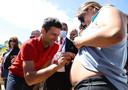 Novak Djokovic is ook populair bij deze zwangere handtekeningenjager.