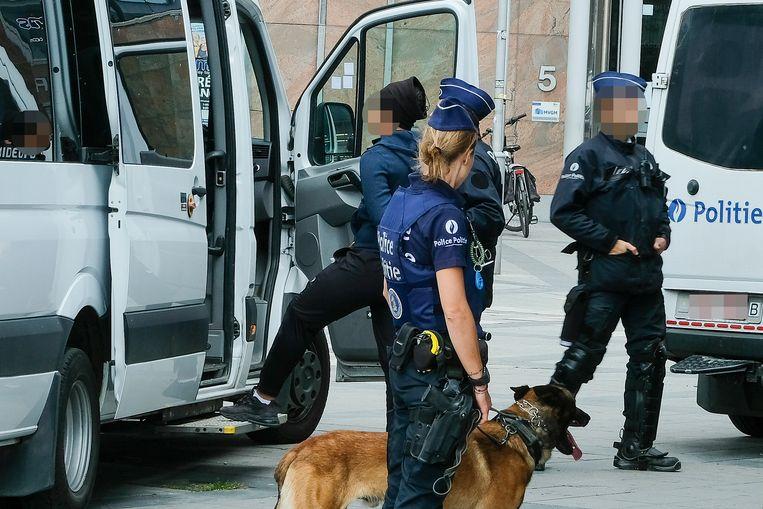 arrestaties aan de Naamsepoort Beeld Marc Baert
