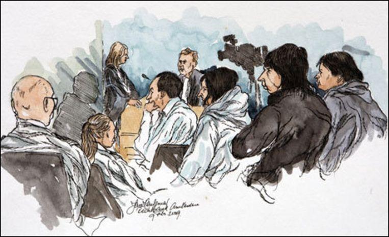 Een rechtbanktekening van verdachten (van rechts naar links) Sjaak B., Fred R., Jesse R. en Mohammed R. Foto ANP/Jan Hensema Beeld