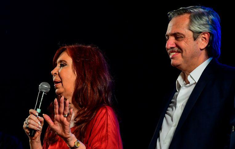 Christina Kirchner (links) en de nieuw gekozen president Alberto Fernandez. Beeld AFP