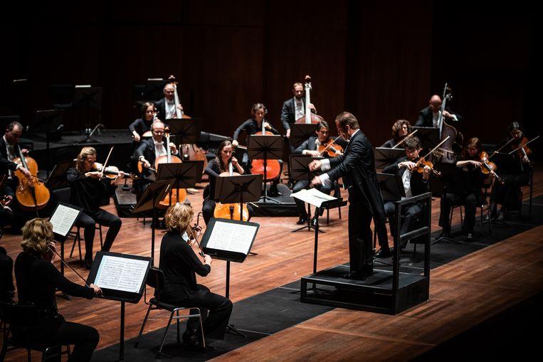 Het Noord Nederlands Orkest speelt Strauss en Willem van Otterloo onder leiding van Antony Hermus. Beeld Mariska de Groot