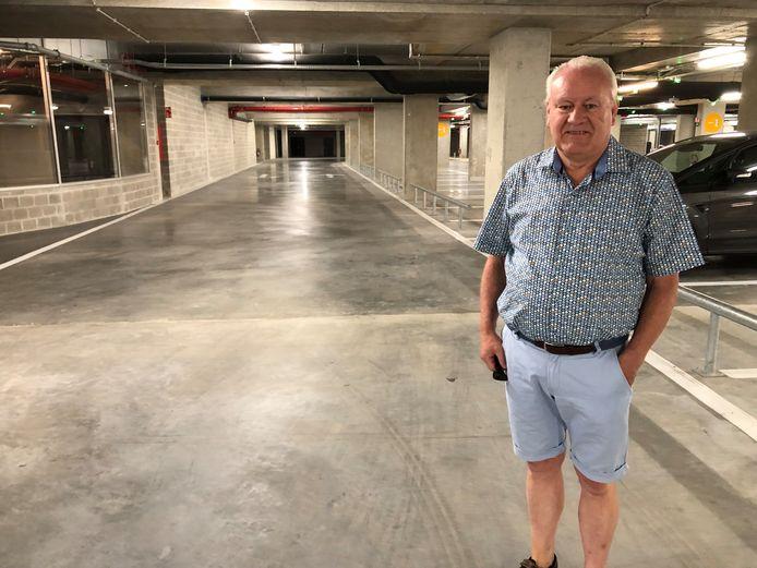 Dre Wolput in de 'ondergrondse straat' van de Turnova-parking.