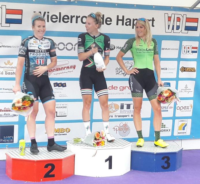 Na een overtuigende eindsprint won Lorena Wiebes dinsdagavond de ronde van Hapert, voor de eveneens rappe Nina Kessler en Monique van de Ree.