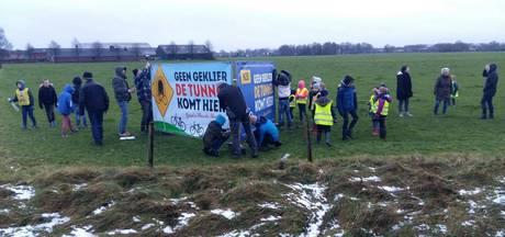Protestborden langs N35 bij Haarle-Noord