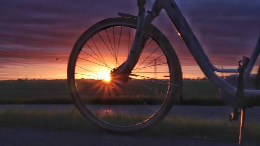 Nog een rondje! De Tweemanspolder op mooie warme avond met een prachtige zonsondergang.