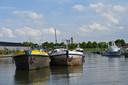 De rechterboot is de  'drugsboot' in Moerdijk